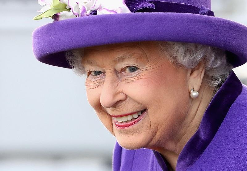 Nữ hoàng Anh là người duy nhất không cần hộ chiếu