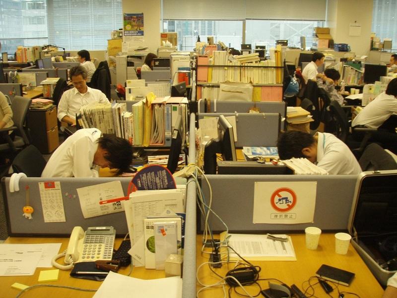 Ngủ gục văn phòng là điều hết sức bình thường ở Nhật