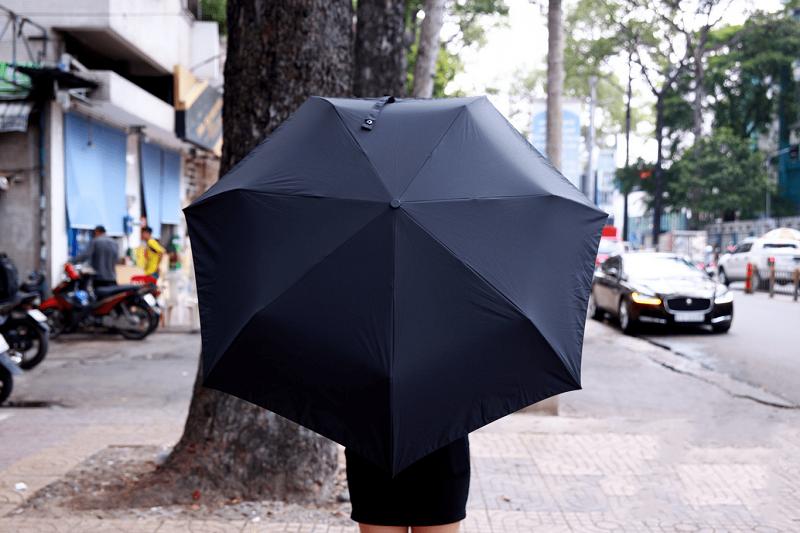 Cái ô lớn có thể che hết người