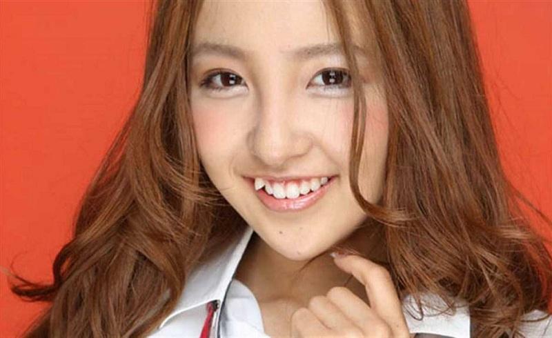 Hot trend răng giả ở Nhật