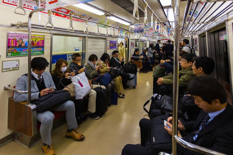 Trên tài điện ngầm mọi thứ rất im lặng