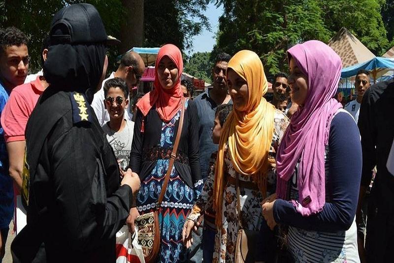 Phụ nữ Ai Cập ăn mặc thường kín và che phủ kín đầu