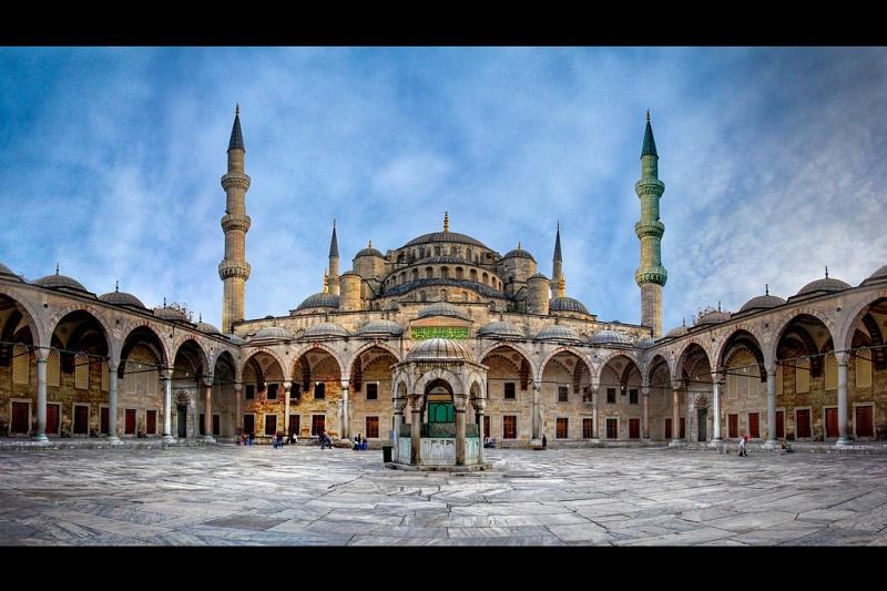 Nhà thờ Hồi giáo có 6 tháp duy nhất trên thế giới