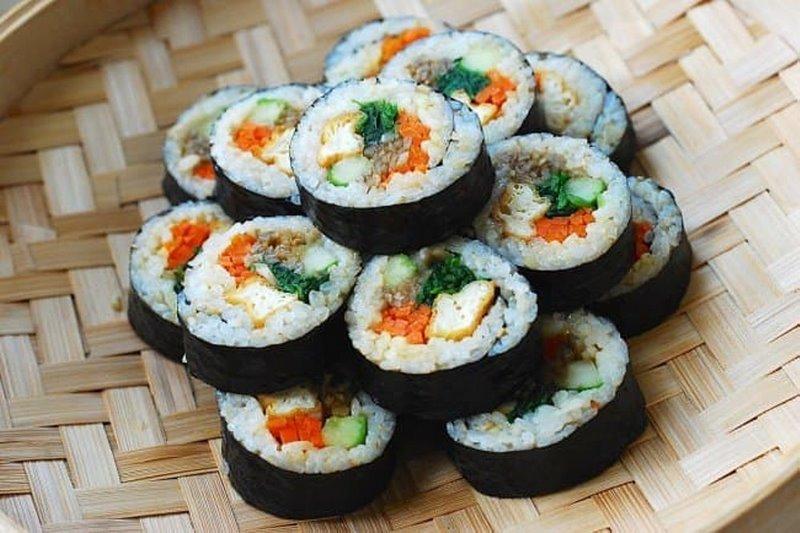 Gimbap -  cơm cuộn lá rong biển đặc biệtGimbap -  cơm cuộn lá rong biển đặc biệt