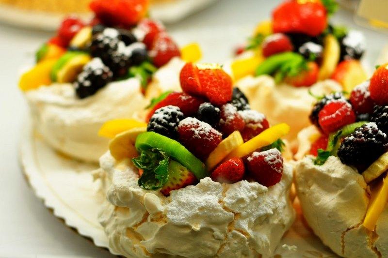 Bánh Pavlovamềm mịn đặc trưng của người dân New Zealand
