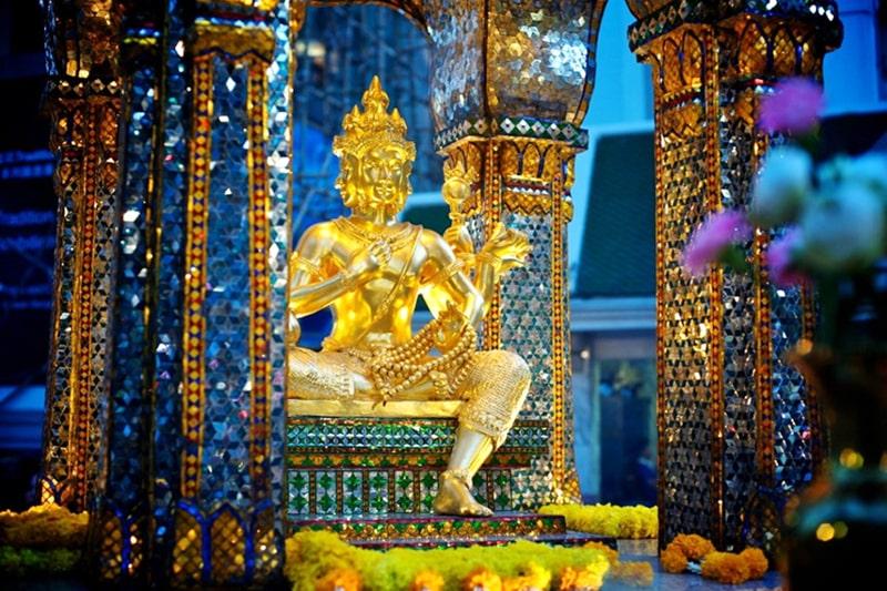 Viếng Phật Tứ Diện khi du lịch Thái Lan