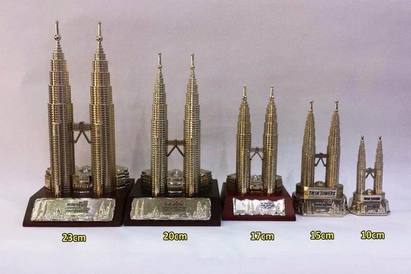 Những món quà lưu niệm được làm bằng thiếc rất được du khách ưa chuộng khi du lịch Kuala Lumpur
